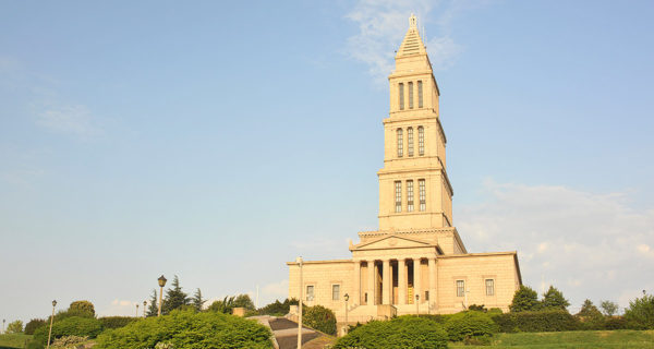 Washington Masonic National Memorial featuring columns and a tower